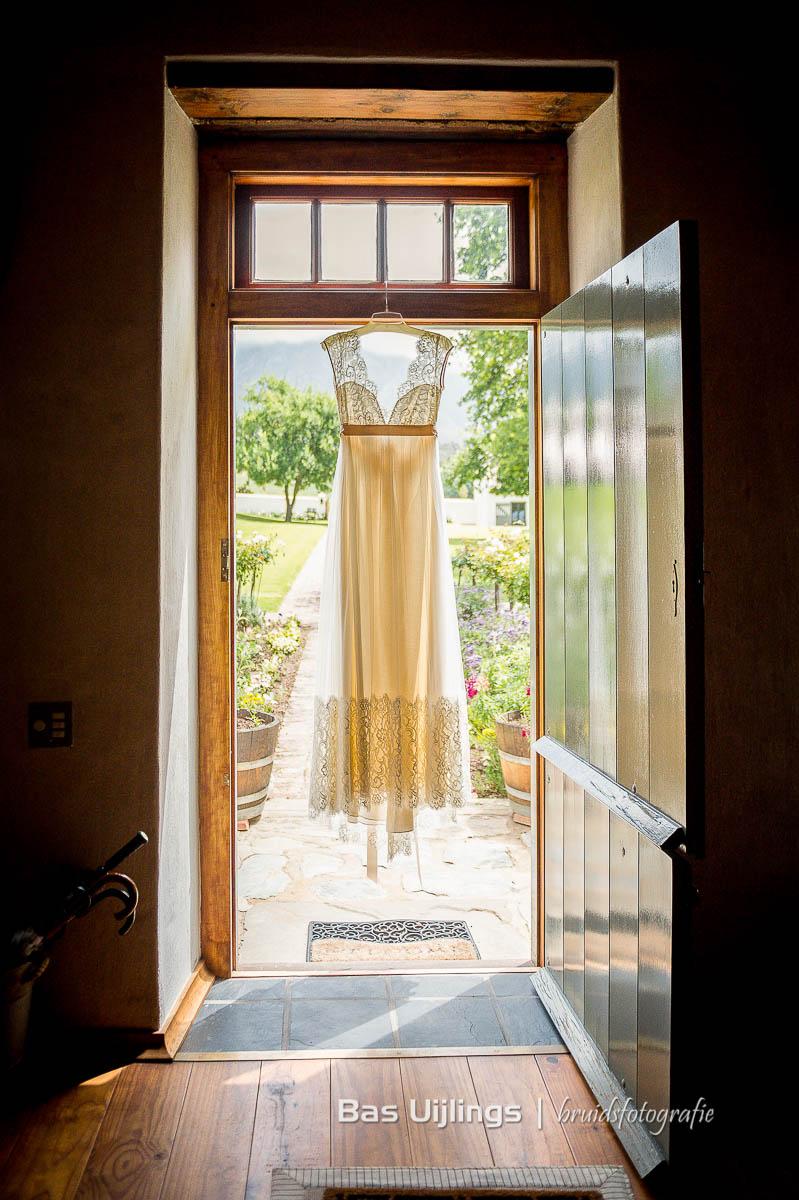 trouwjurk in open deur zuid Afrika