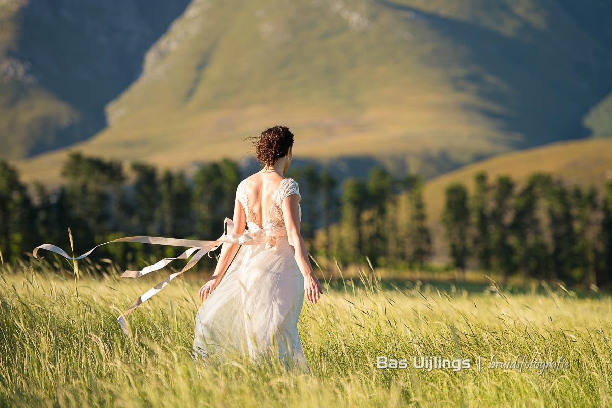 bruidsjurk met lang lint