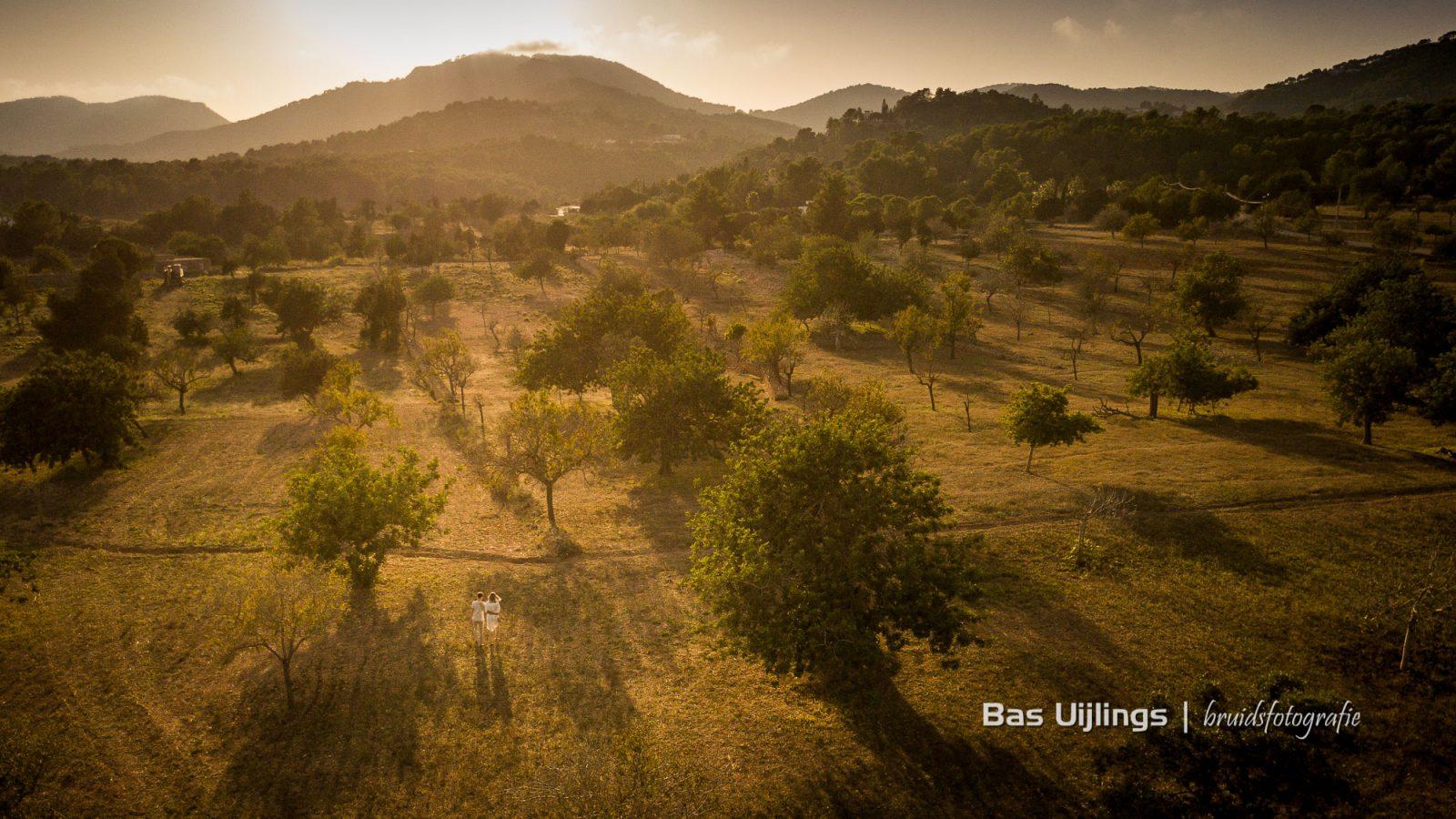 dronefotografie bruidspaar ibiza