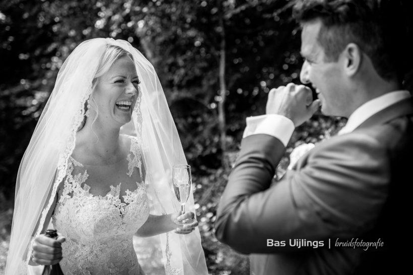 lachende bruid