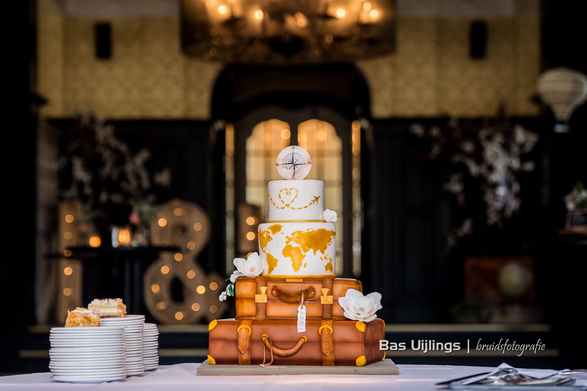 trouwfotograaf bruidstaart Trouwen bij Kasteel de Hooge Vuursche in Baarn