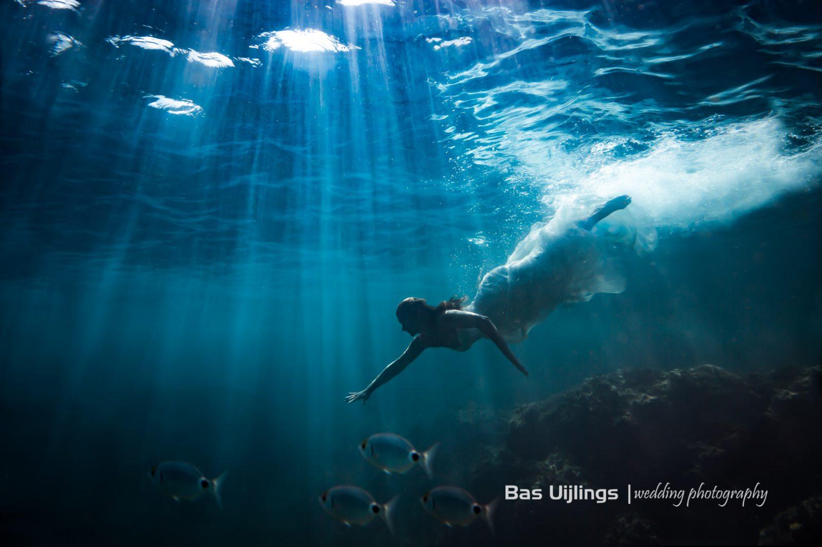Onderwater trouwfoto bruid ibiza