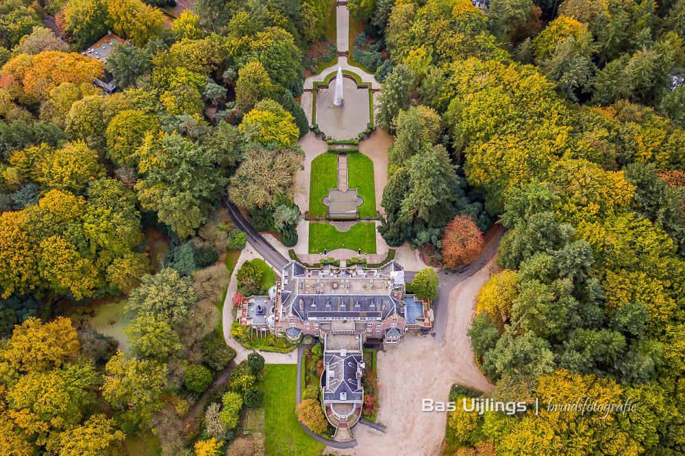 dronefoto kasteel Hooge Vuursche in Baarn