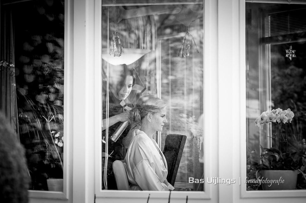 voorbereidingen haar en make-up bruid Hilversum