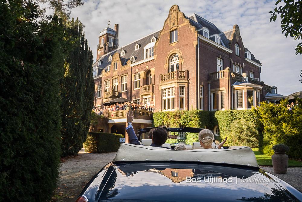 Aankomst bruidspaar Bruiloft Hooge Vuursche in Baarn