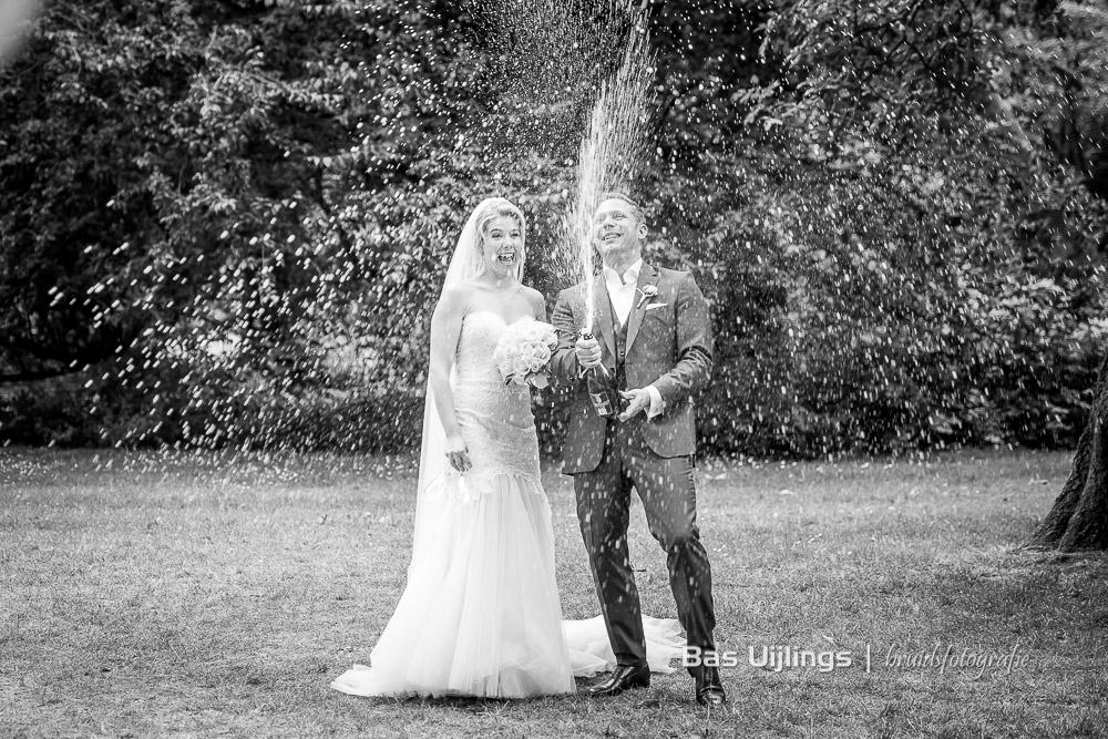 champagne spuiten bruidspaar Amsterdam