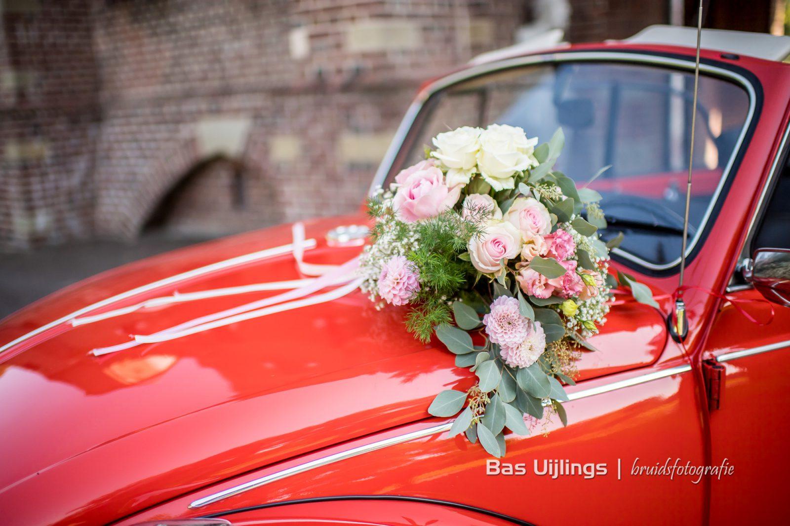 Bruidsboeket Volkswagen Kever cabrio trouwauto