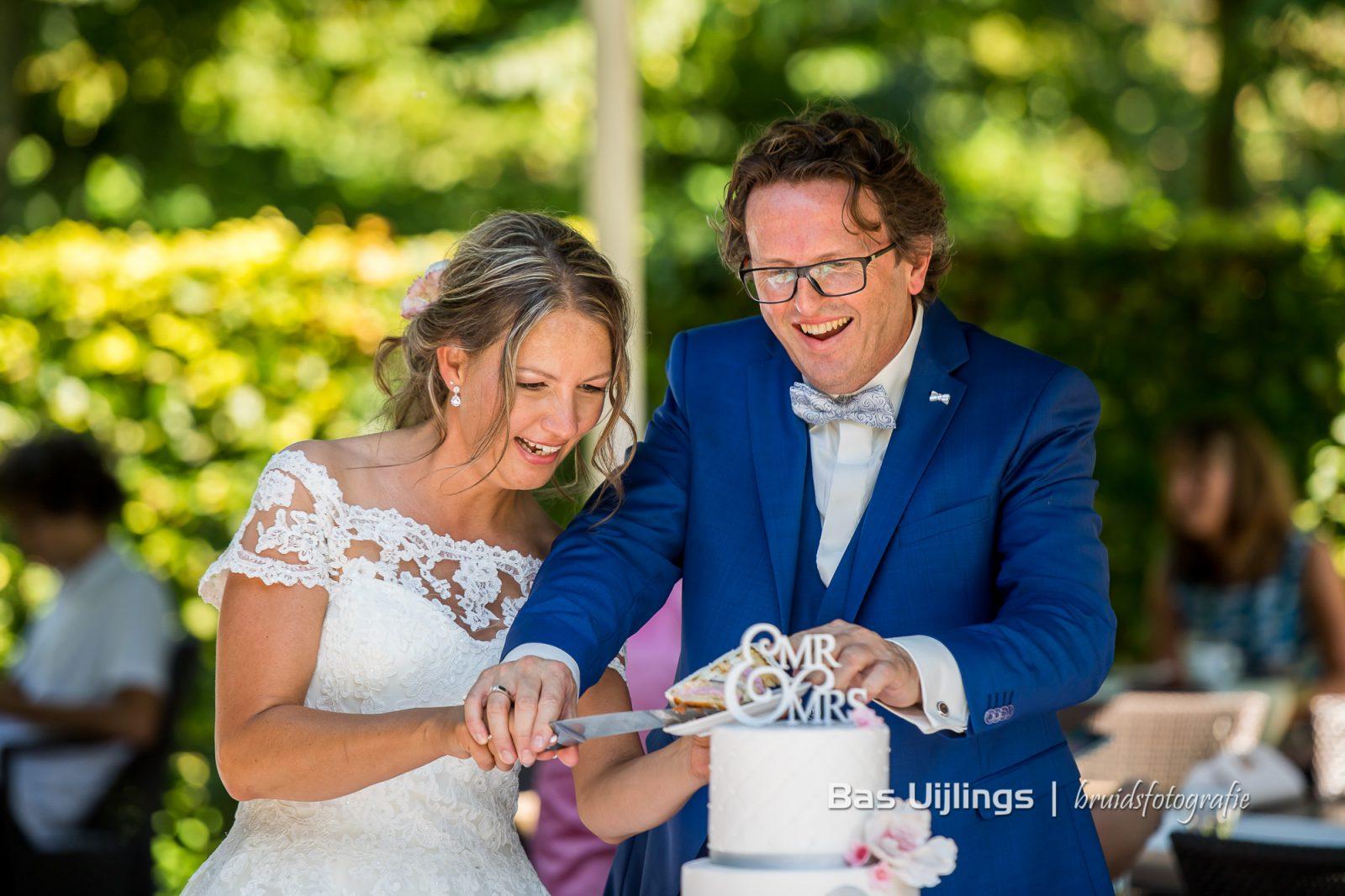 Aansnijden bruidstaart Kasteel de Haar Utrecht