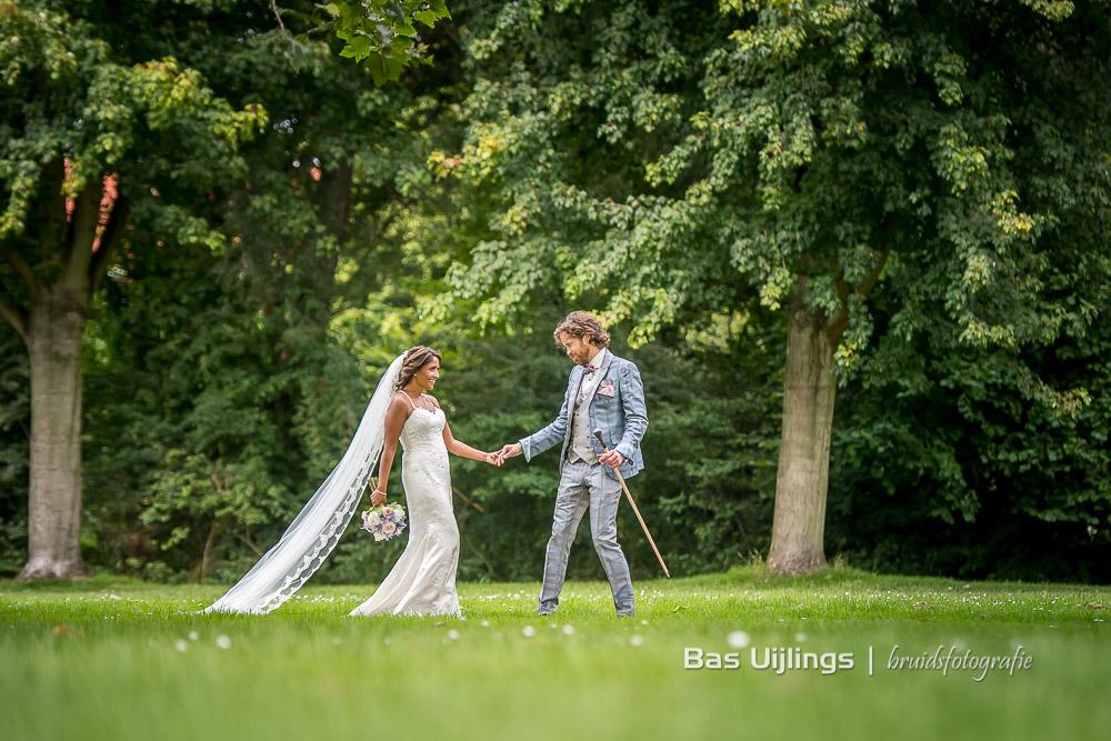 bruidspaar bij Landgoed Te Werve in Rijswijk