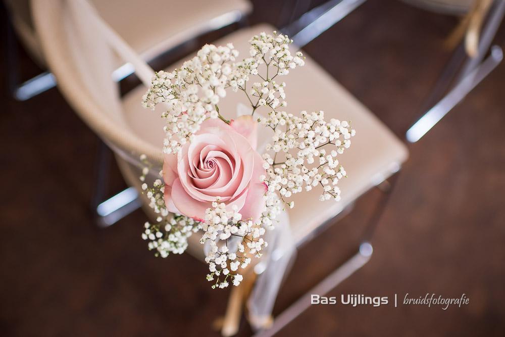Detail roos bloem stoel trouwceremonie