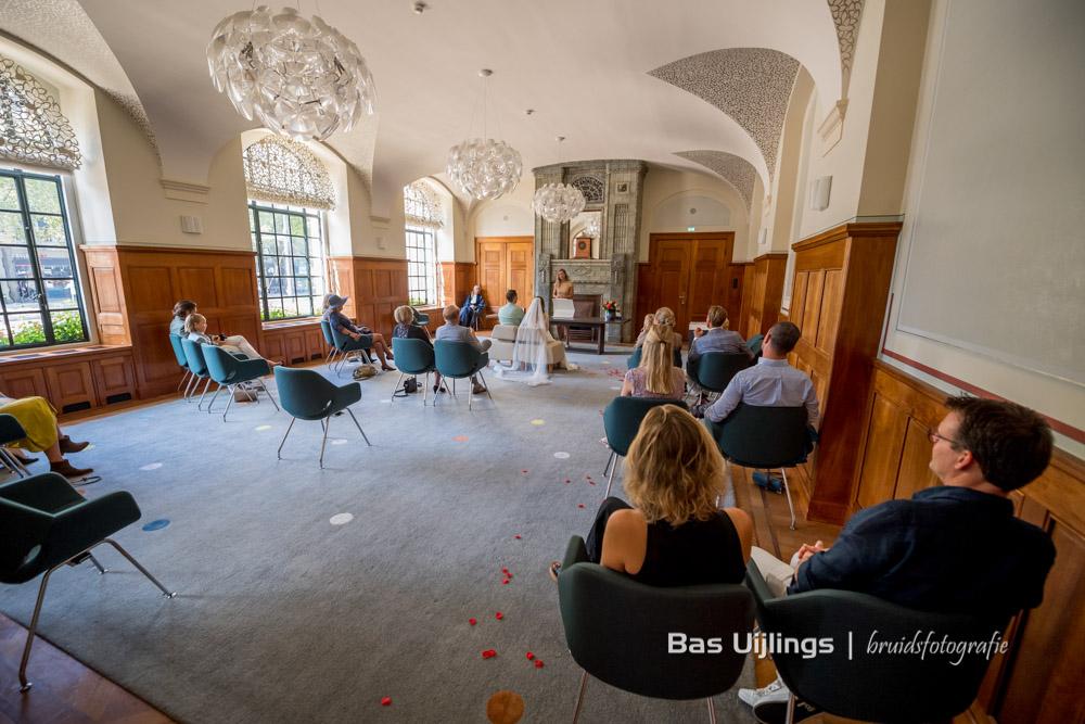 corona opstelling trouwen in Rotterdam in 2021