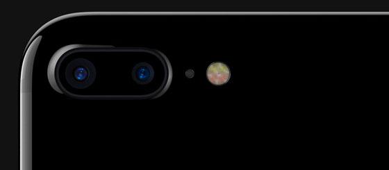 Zou jij het doen? Je bruiloft laten fotograferen met een iPhone? Dit bruidspaar wel...